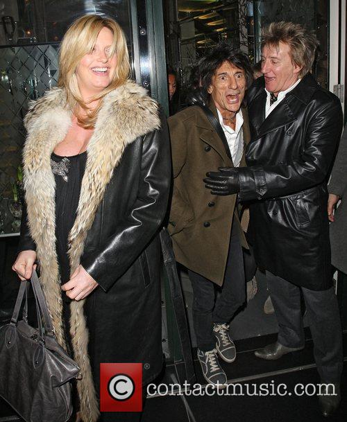 Penny Lancaster, Rod Stewart and Ronnie Wood 9