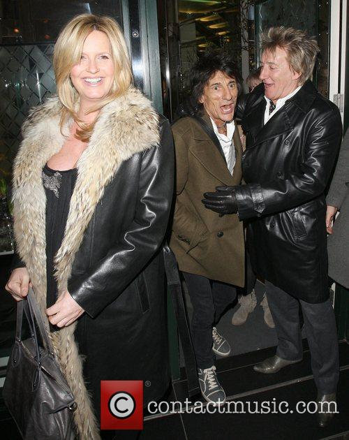 Penny Lancaster, Rod Stewart and Ronnie Wood 8
