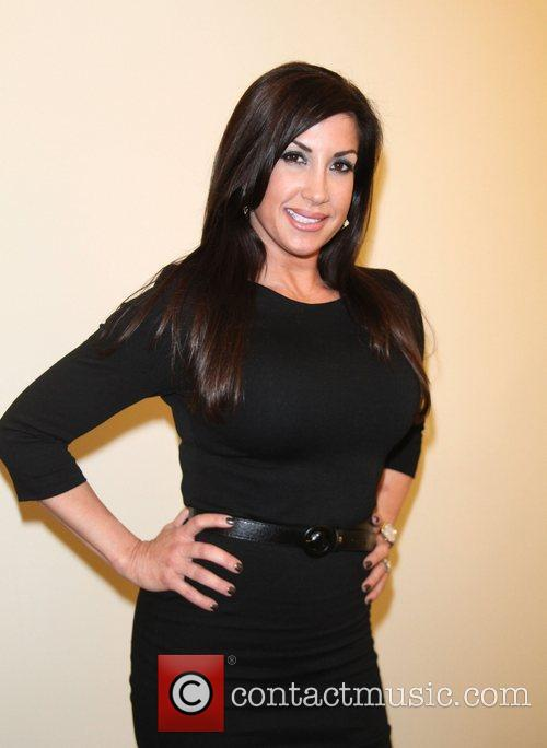 Jacqueline Laurita debuts her weight loss after following...