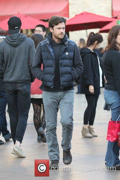 Jason Bateman  shopping with his pregnant wife...