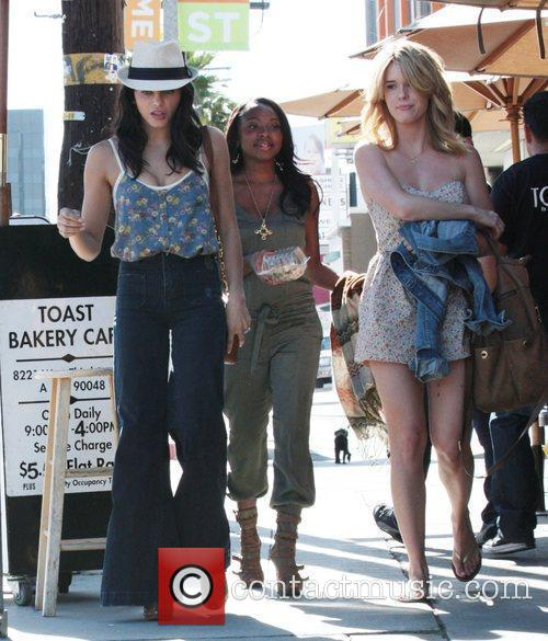 Jenna Dewan leaving Toast cafe with friends after...