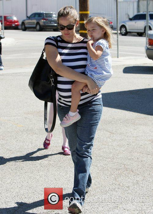 Pregnant Jennifer Garner takes her daughters Violet and...