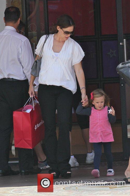 Jennifer Garner shopping with her young daughter at...