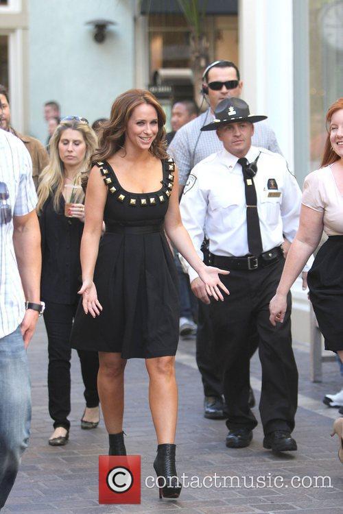 Jennifer Love Hewitt on the Extra TV show...