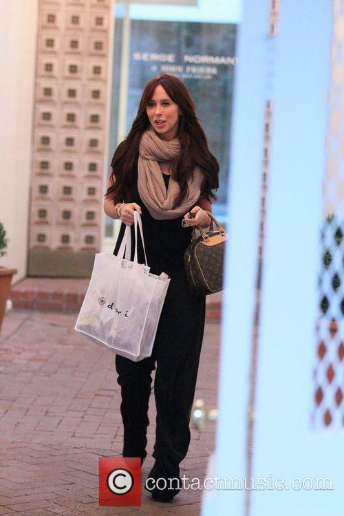 Jennifer Love Hewitt exits the John Frieda salon...