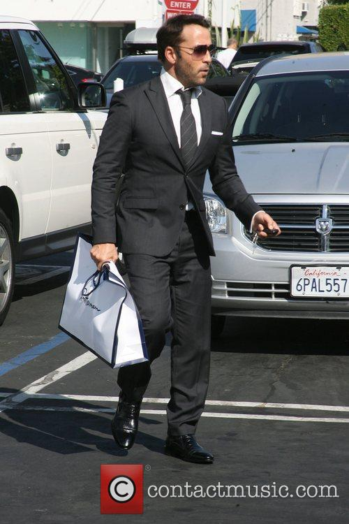 Jeremy Piven in a sharp suit leaves fred...