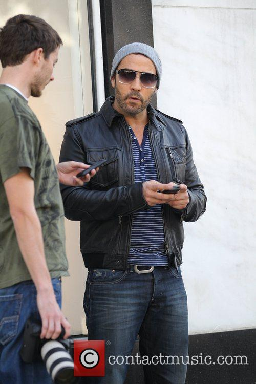 Jeremy Piven taking down the phone number of...