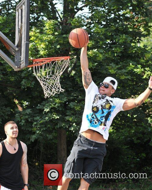 Vinny, Deena, and DJ Pauly D play basketball