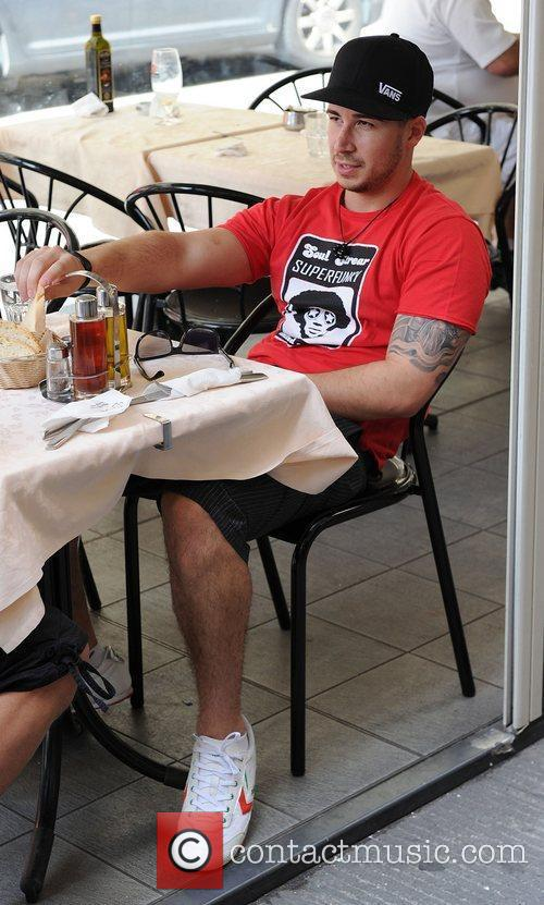 Jersey Shore cast members have lunch at a...