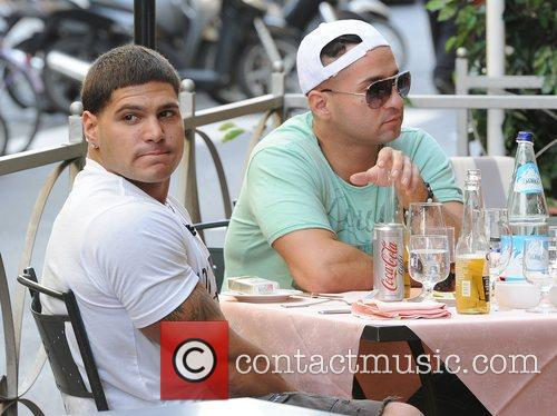 jersey shore ronnie punches mike. Ronnie jersey shore ronnie and mike fight. Picture - Ronnie Ortiz-Magro,