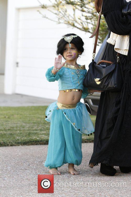 Jessica Alba's daughter, Honor Warren dressed as an...