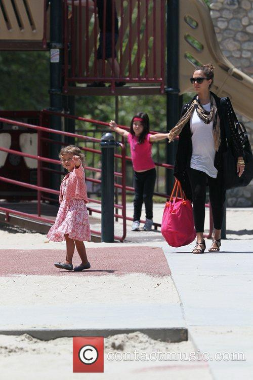 Honor Marie Warren and Jessica Alba shows off...