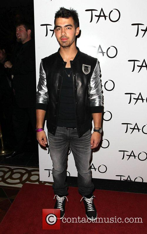Hosts a Billboard Music Awards pre-party at TAO...