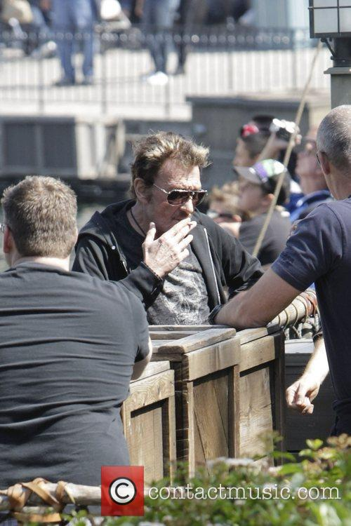 Johnny Hallyday and family spending the day together...