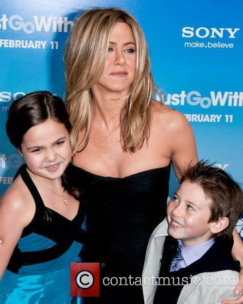Bailee Madison and Jennifer Aniston 4