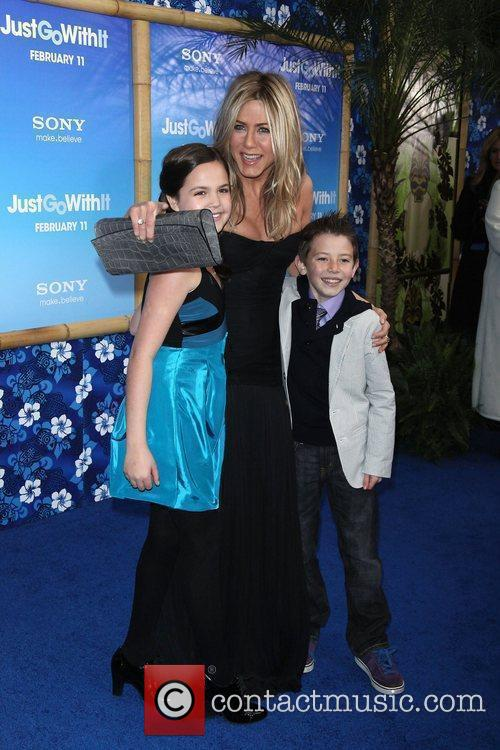 Bailee Madison, Griffin Gluck and Jennifer Aniston 6