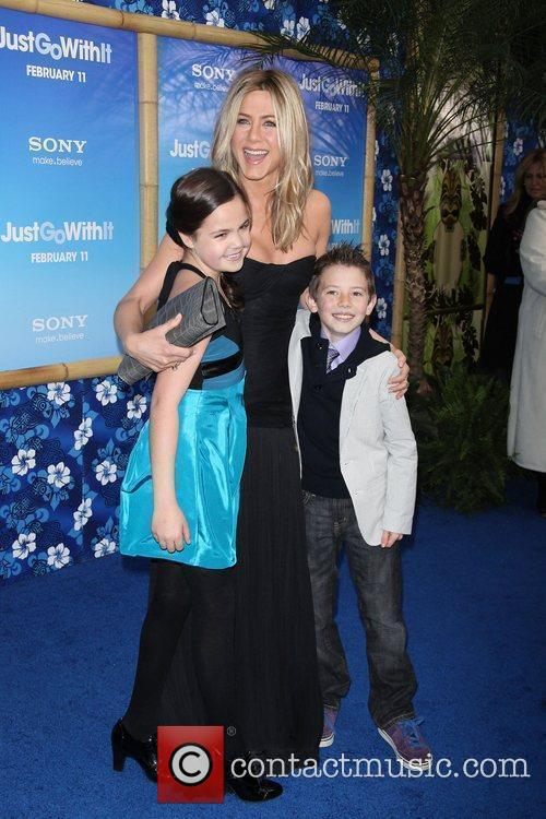 Bailee Madison, Griffin Gluck and Jennifer Aniston 7