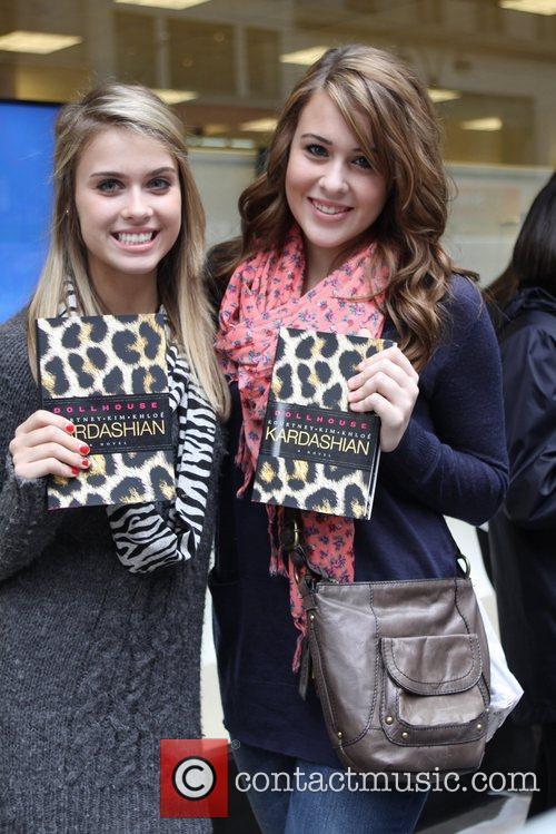 Fans and Khloe Kardashian 2