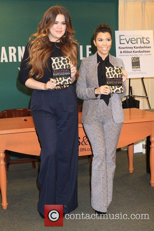 khloe kardashian and kourtney kardashian sign copies 5755786