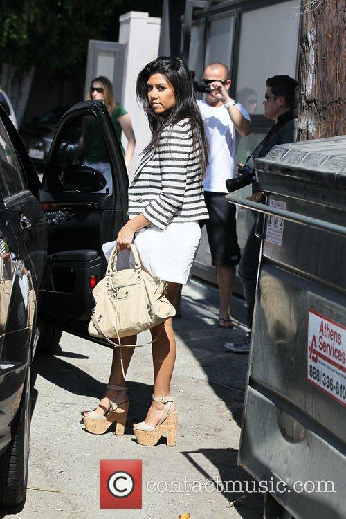 Kourtney Kardashian and Vera Wang 11