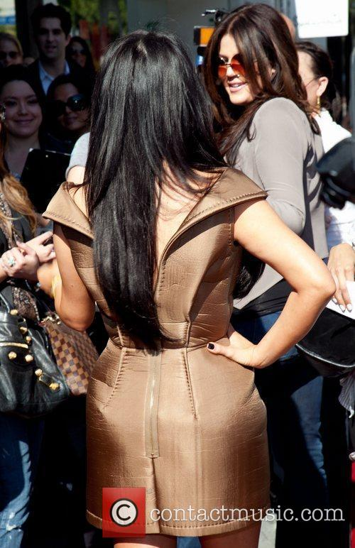Kim Kardashian and Khloe Kardashian 7