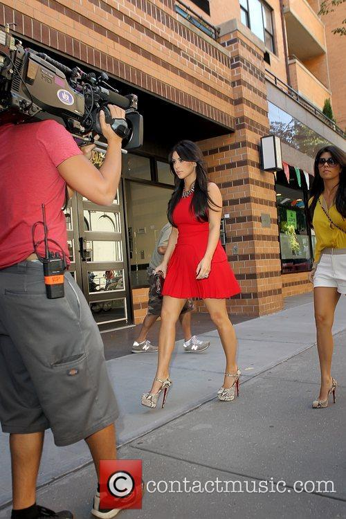 Kim Kardashian and Kourtney Kardashian 7