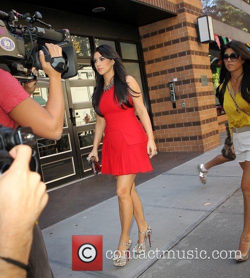 Kim Kardashian and Kourtney Kardashian 8