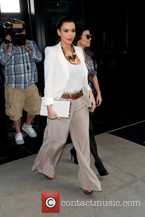 Kim Kardashian, Kourtney Kardashian and Manhattan Hotel 5