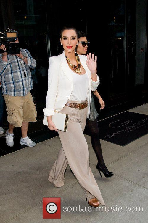 Kim Kardashian, Kourtney Kardashian and Manhattan Hotel 6