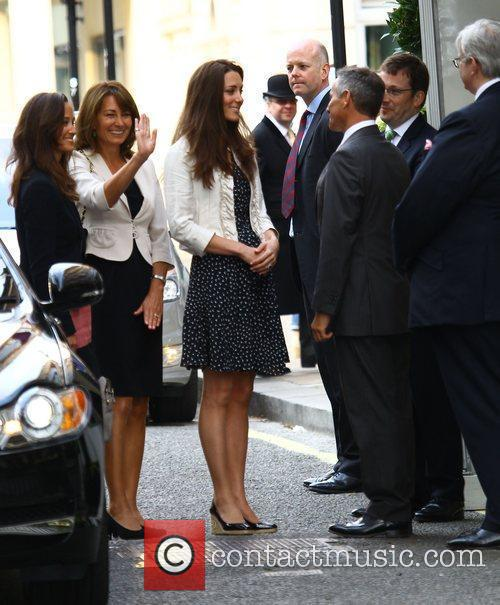 kate middleton pippa kate middleton. Pippa Middleton and Kate