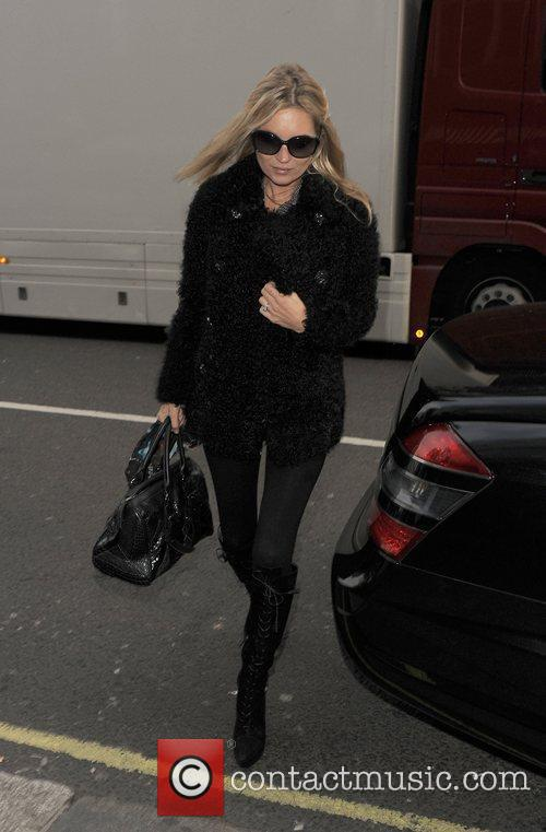 kate moss arriving for lunch at cecconis 3613535
