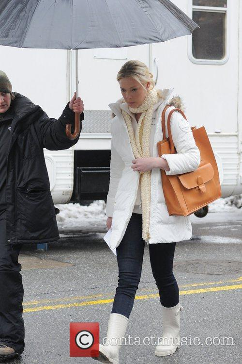 Katherine Heigl walking in white wellington boots, on...