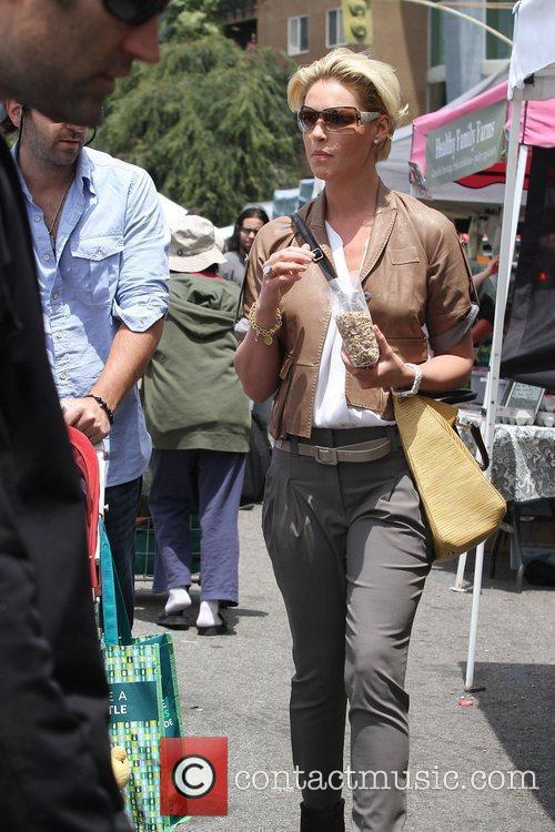 Katherine Heigl shopping at the farmer's market in...