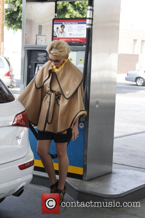 Katherine Heigl stops for gas in Hollywood Los...