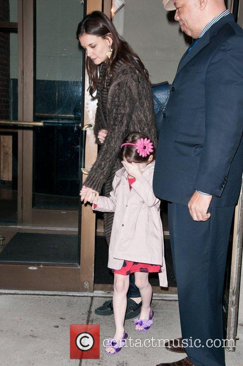 Katie Holmes leaves her Manhattan residence to go...