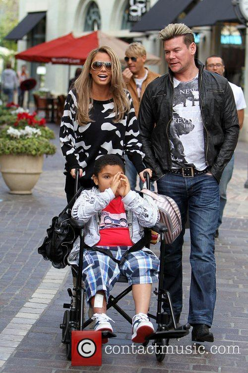 Katie Price shopping with her son, brother and...