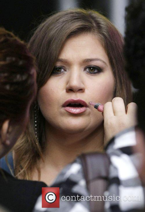 Kelly Clarkson performs a free concert in Martin...