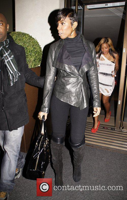 Kelly Rowland leaves the Mayfair Hotel and heads...