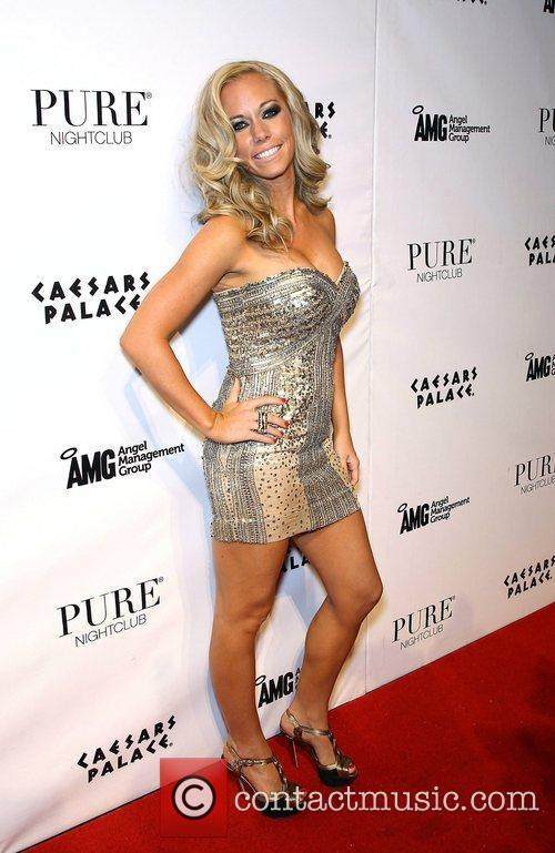 Kendra Wilkinson and Pure Nightclub 11