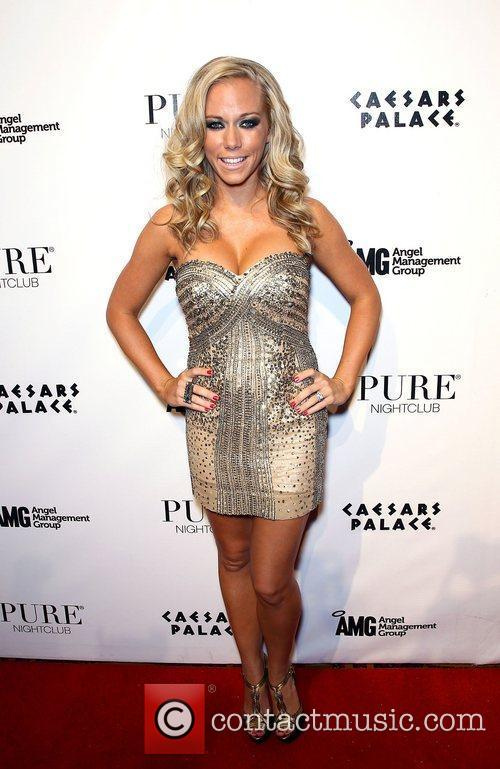 Kendra Wilkinson and Pure Nightclub 5