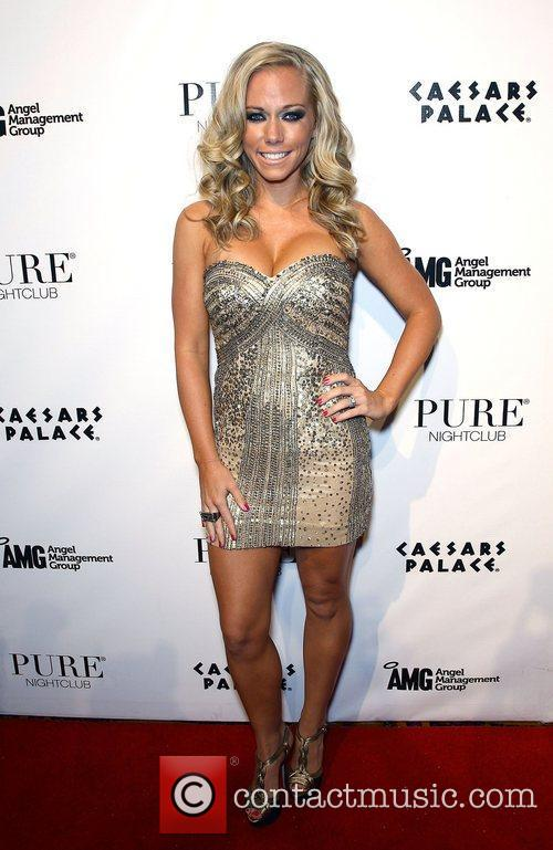 Kendra Wilkinson and Pure Nightclub 15