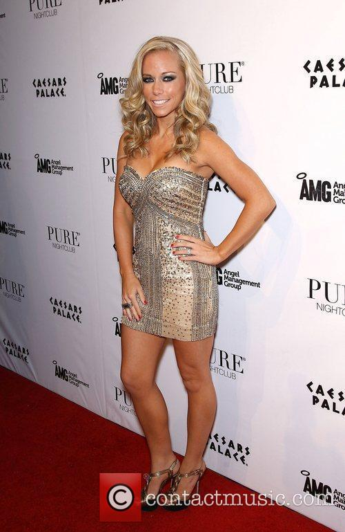 Kendra Wilkinson and Pure Nightclub 8