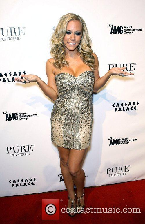Kendra Wilkinson and Pure Nightclub 9