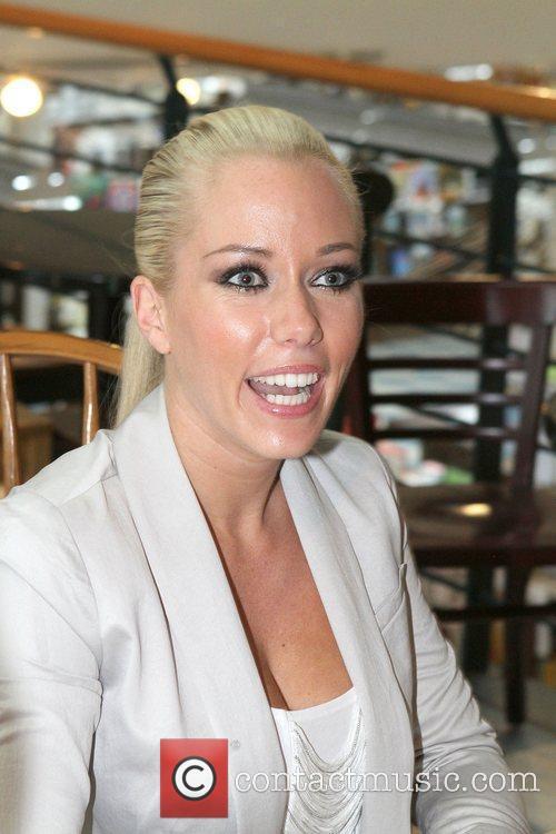 Kendra Wilkinson 6