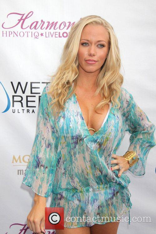 Kendra Wilkinson and Mgm 7