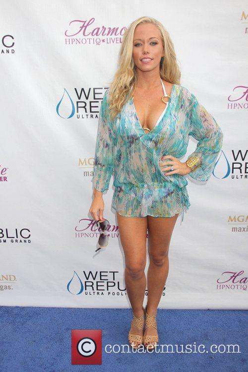 Kendra Wilkinson and Mgm 14