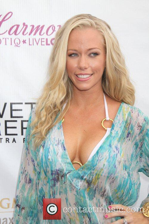 Kendra Wilkinson and Mgm 10