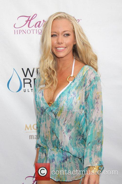Kendra Wilkinson and Mgm 6
