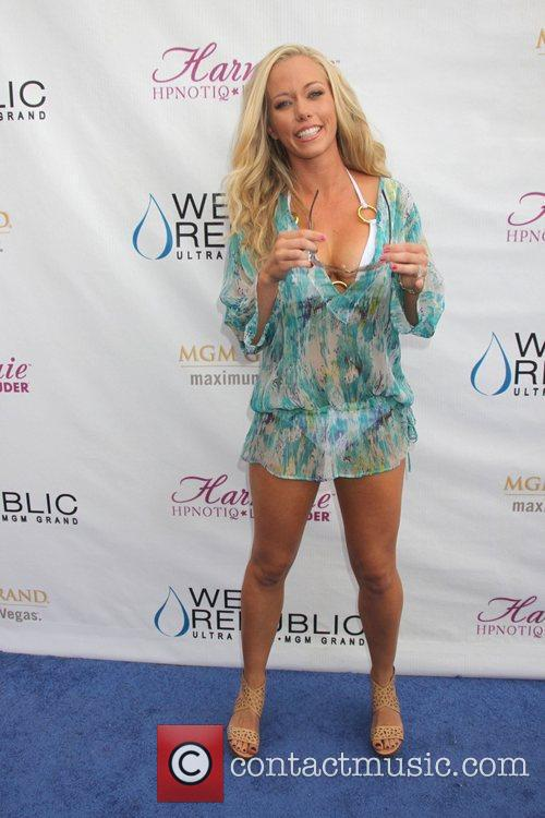 Kendra Wilkinson and Mgm 16