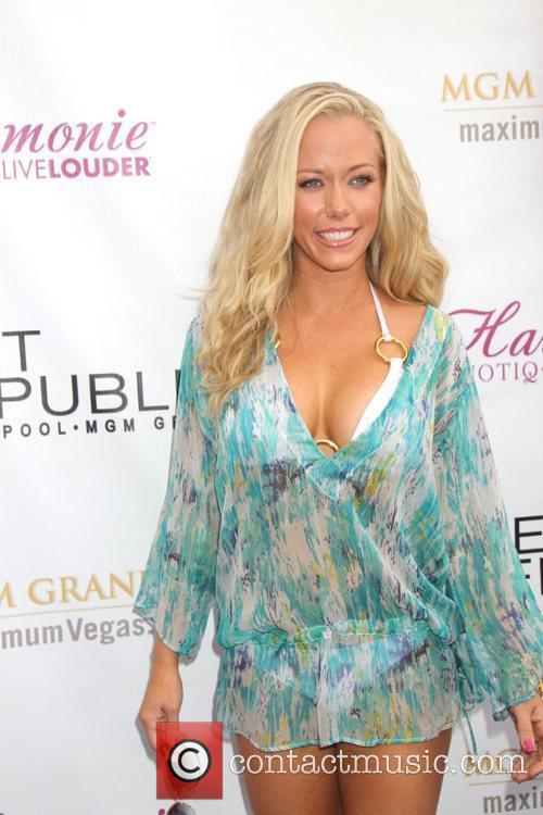 Kendra Wilkinson and Mgm 17